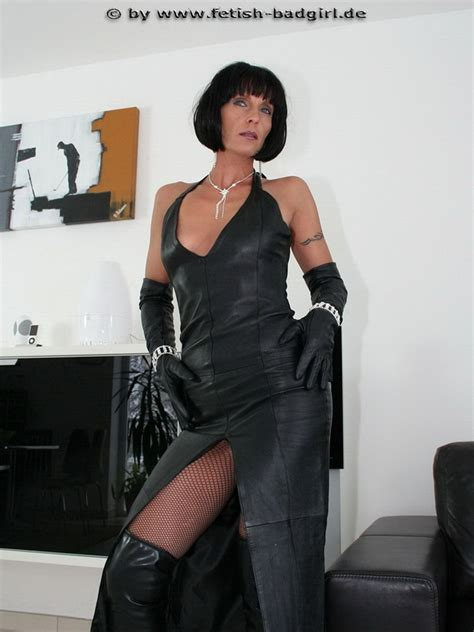 mistress cuts hair tube fetish milf mistress in leather boots gloves and bob
