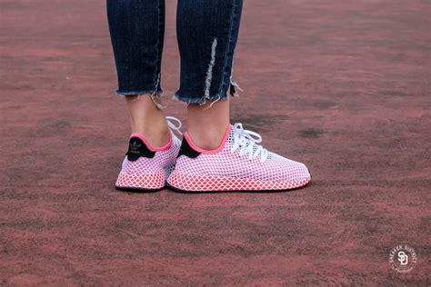 adidas womens deerupt runner chalk pinkbold orange cq