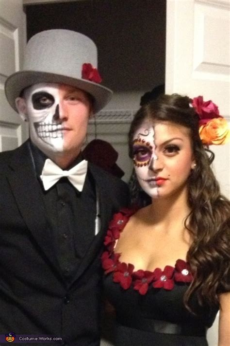 de los muertos couple halloween costume photo