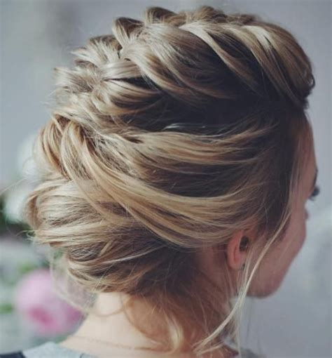 loose buns for chin to shoulder length hair 1000 ideas about messy short hairstyles on pinterest