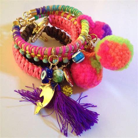 con lazos y pompones su pulseras multicolor con borlas y pompones bs 2 500 00