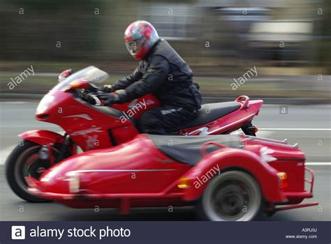 Motorrad Mit Beiwagen Autobahn by Motorbike With The Sidecar Stockfotos Motorbike With The