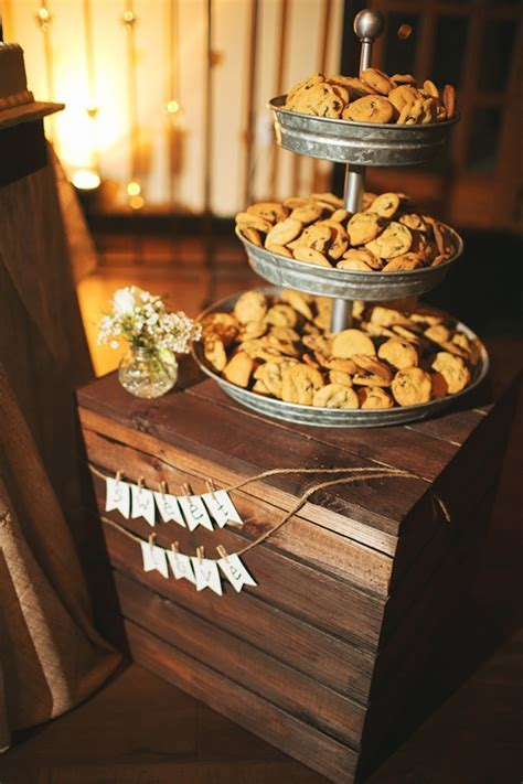 26 Inspiring Chic Wedding Food & Dessert Table Display