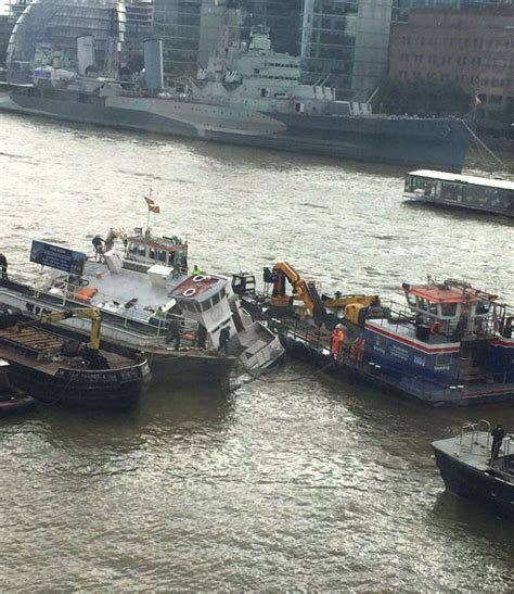 thames river express river thames sinking boat rescue services pump water