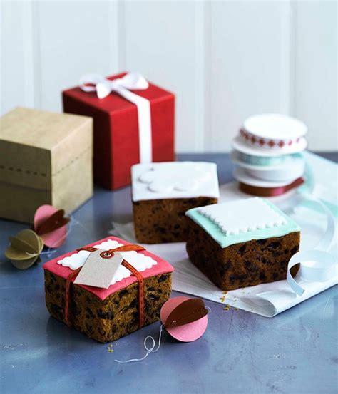 christmas gift box fondant cake instructions fondant iced cakes gourmet traveller
