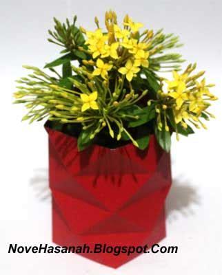 contoh kerajinan tangan  kertas mempercantik vas