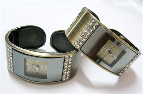 Jam Tangan Wanita Cewek Murah Guess Gelang Slim Date Gs3 gudangnya jam tangan murah guess gelang tembaga