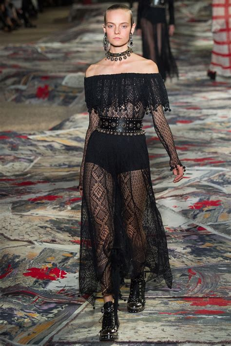 Trend Black Lace Goes Chic by Mcqueen 2017 Ready To Wear Fashion Show
