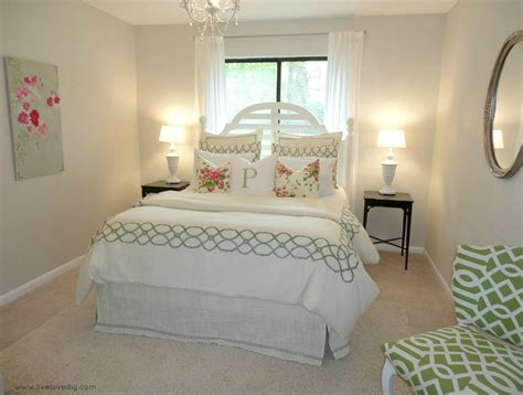 how to decorate a guest bedroom livelovediy decorating bedrooms with secondhand finds