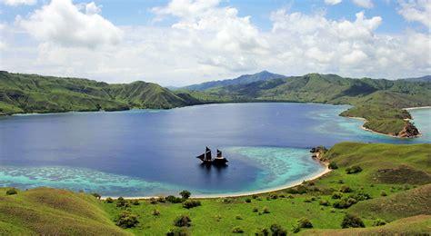 pulau komodo island indonesia cruise port schedule