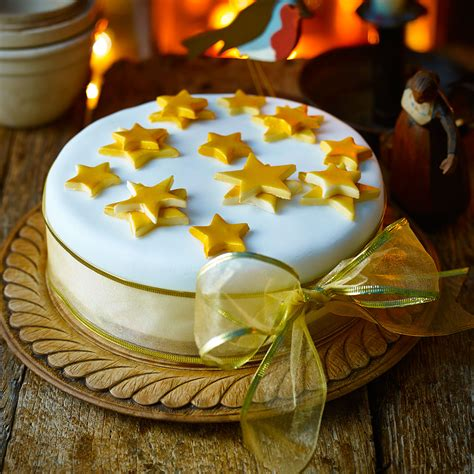 simple iced christmas cake good housekeeping