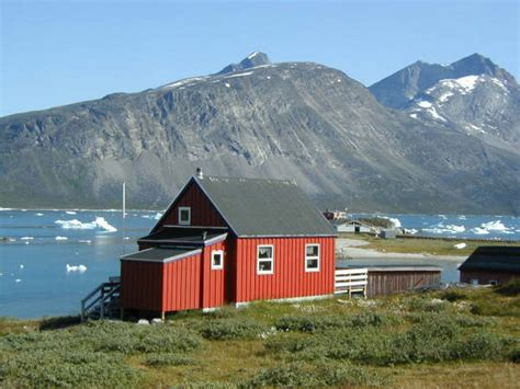 houses in greenland red house greenland red houses universal pinterest red houses house and red