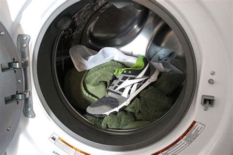 can you wash shoes in the washing machine how to wash shoes in washing machine can you put shoes