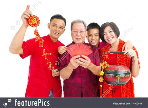family celebrates with new years asian family picture