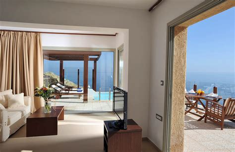 family rooms  bedrooms sea view  independent pool sea side resort spa