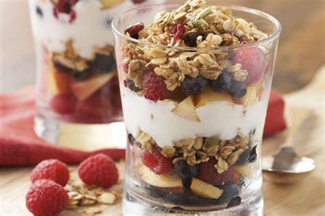 fruit yogurt granola parfait fruit granola and yogurt parfait