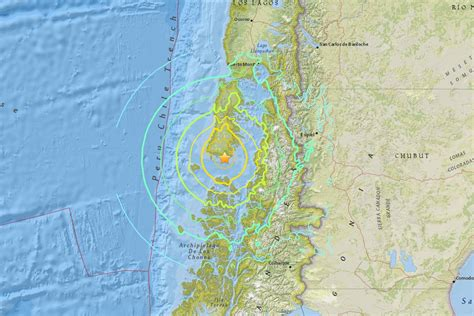earthquake tsunami chile earthquake triggers tsunami warning in pacific ocean