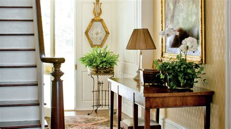 How To Decorate A Foyer In A Home | how to decorate your foyer southern living