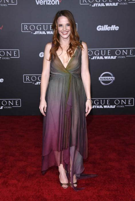 Katie Leclerc Height Weight Body Statistics   Healthy Celeb