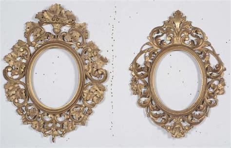 cornici ovali in legno lotto composto da una cornice ovale in legno intagliato e