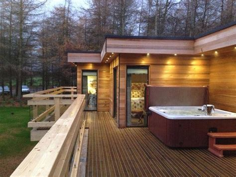 Spa Cottages Uk by Tubs On Every Decking Picture Of Studford Luxury