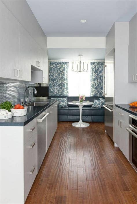 cuisine en longeur am 233 nagement et d 233 coration sympa pour ce bel appartement de