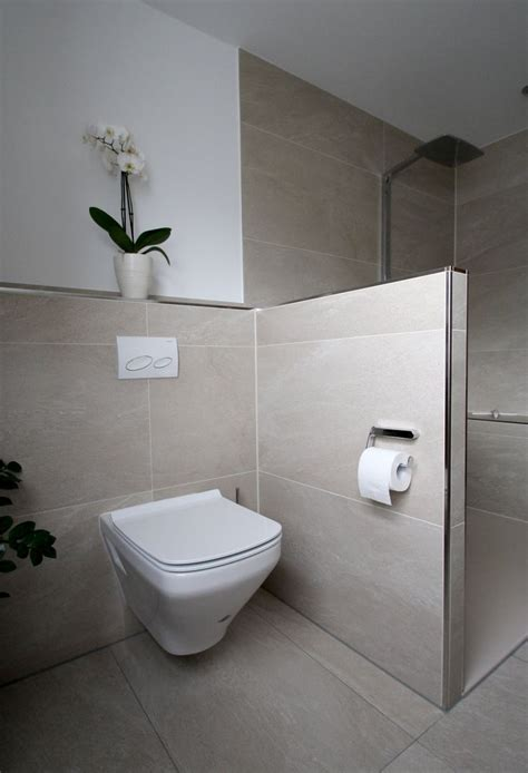 klo mit dusche und fön die besten 25 bad fliesen ideen auf bad