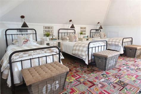 Ranjang Bertingkat inspirasi desain kamar tidur untuk tiga anak rumah dan