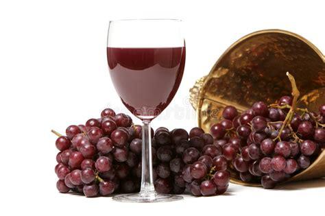 imagenes uvas rojas uvas rojas y vino fotos de archivo imagen 2264143