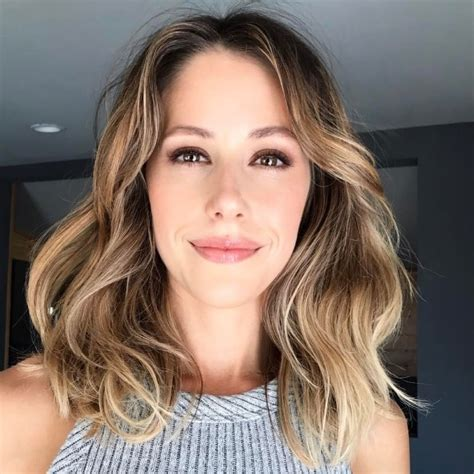 amanda crew height weight age body statistics healthy