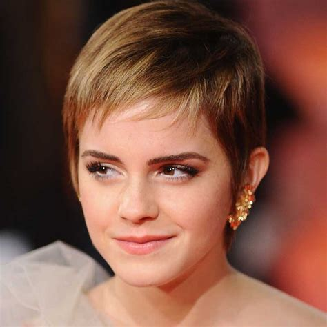 the best hairstyles for women with thin hair to fake a