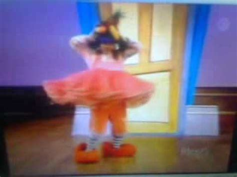 big comfy couch dance academy big comfy couch dance academy mexican dance youtube