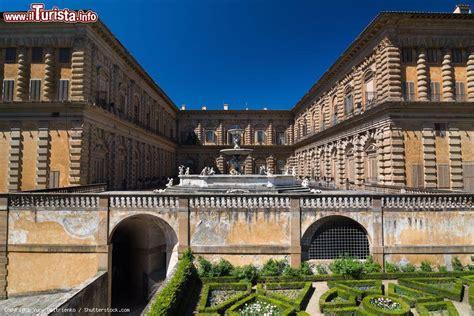 i giardini di palazzo pitti scorcio panoramico di palazzo pitti con la fontana