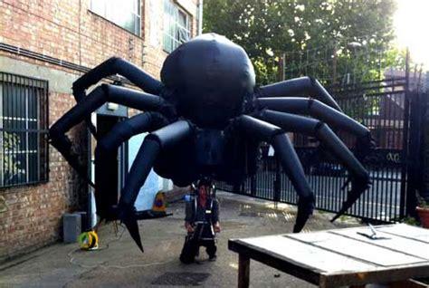 gigantic inflatable spider puppet