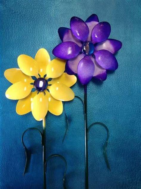fiori con cucchiaini di plastica riciclo creativo 10 idee per riutilizzare cucchiai e