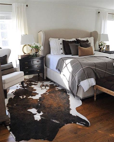 Cowhide Rug Bedroom - 25 best ideas about cowhide rug decor on cow