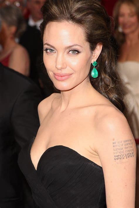 angelina jolie makeup tattoo 기억은 스러지고 기록만이 남는다 아카데미 시상식의 안젤리나 졸리
