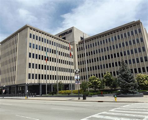Caterpillar Corporate Office by Caterpillar Moving Hq Senior Executives From Peoria To
