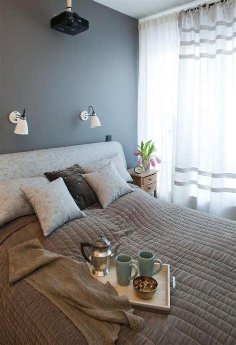 Superbe Chambre Grise Et Violette #3: peinture-murale-couleur-violette-couleur-grise.jpg