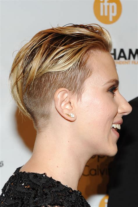 scarlett johansen extreme hircut scarlett johansson at 2014 gotham independent film awards