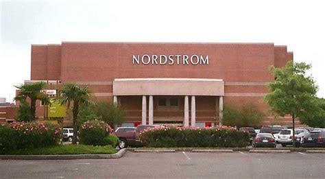 Nordstrom Gardens by Nordstrom Southcenter Tukwilla Wa Flickr Photo