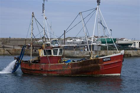 small fishing boats for sale on isle of wight file irish fishing boat 02 jpg wikimedia commons