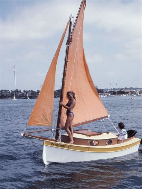 small boat sailing an explanation of the management of small yachts half decked and open sailing boats of various rigs sailing on sea and on river cruising etc classic reprint books the pocket cruiser page 窶避シ