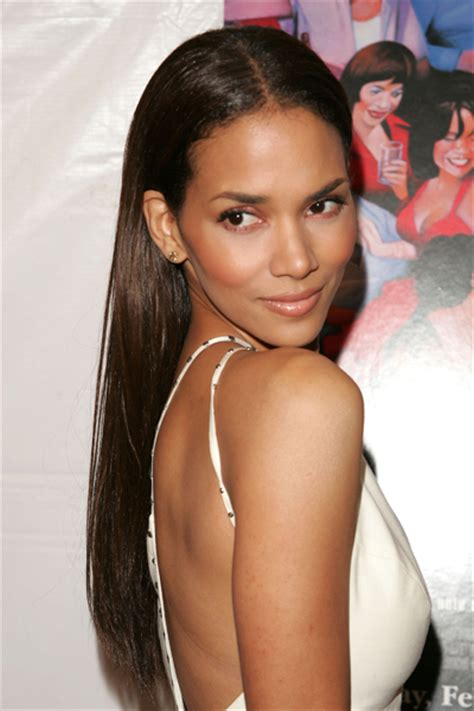 how does halle berry straighten her hair halle berry style 226 youbeauty com