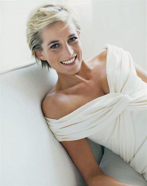 2in 1 Diana Setelan princess diana 1997 in a gorgeous white dress looking as