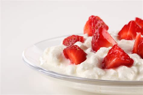 lactose intolerance cottage cheese dr oz swiss cheese is best for lactose intolerance well buzz