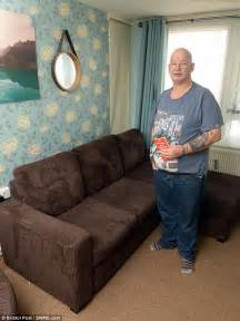 couch weight man who weighs 20 stone is refused refund on broken sofa
