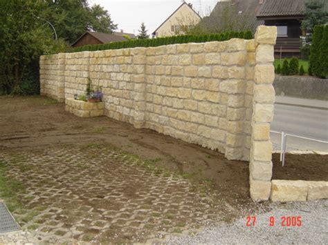 Natursteinmauer Als Sichtschutz by L 228 Rm Sichtschutz Http Www Gartenlandschaftlorenz De