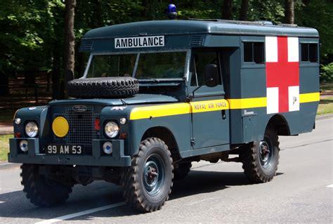 Ambulance Series file ambulance landrover jpg wikimedia commons