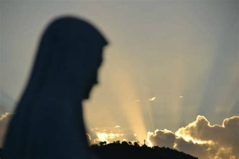 madonna illuminata medjugorje le apparizioni di medjugorje tutto quello che 232 accaduto